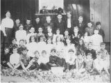 Harding Schoolhouse 1906 class picture